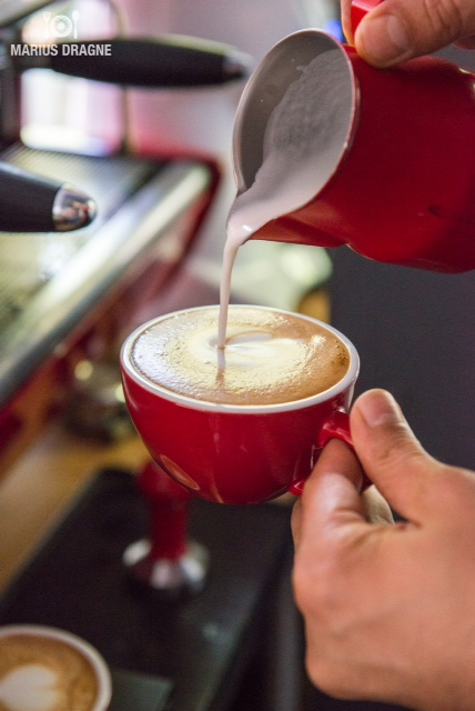 O cafea i un dulce de cas la bake a coffee in trend for Dulce coffee studio